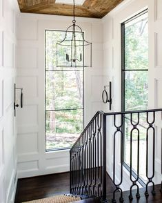 Farmhouse Modern Staircase and Handrail with white wainscoting on the walls and natural wood planked ceiling. Love the black windows too! Home Design, Decor Interior Design, Design Ideas, Interior Doors, Design Styles, Modern Interior, Modern Design, Interior Stairs, Interior Livingroom