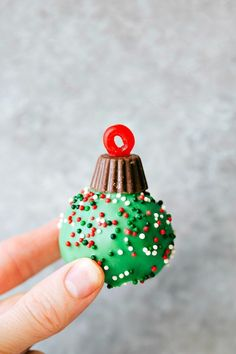 """5 different ways to dress up an Oreo truffle for Christmas -- Santa, Reindeer, Ornament, Snowman, & the """"Grinch"""". These Christmas Oreo Balls are so fun! Edible Christmas Gifts, Christmas Candy, Simple Christmas, Christmas Treats, Christmas Recipes, Christmas Desserts, Christmas Labels, Xmas, Christmas Baking"""