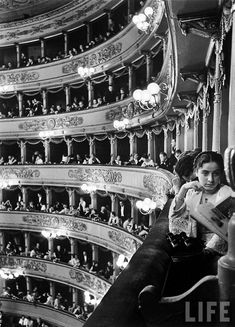 Premiere at the La Scala opera house, in Milan - Italy, (Alfred Eisenstaedt—The LIFE Picture Collection/Getty Images) Black White Photos, Black And White Photography, Foto Poster, Foto Art, Life Pictures, Picture Collection, Vintage Photographs, Belle Photo, Old Photos