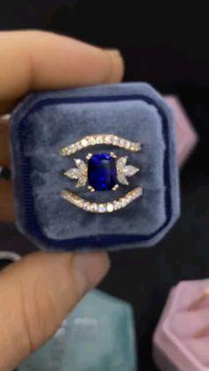 Blue Wedding Rings, Sapphire Wedding Rings, Saphire Ring, Blue Sapphire Rings, Cute Engagement Rings, Antique Engagement Rings, Vintage Sapphire Engagement Rings, Gold Ring Designs, Gold Bangles Design