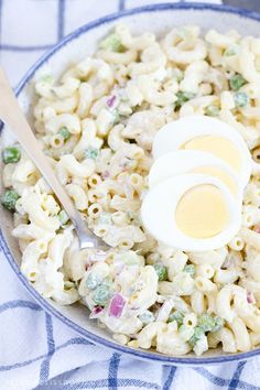 25 Delicious Cookout Side Dishes for Summer Barbecues Classic Macaroni Salad, Easy Macaroni Salad, Southern Macaroni Salad, Elbow Macaroni Recipes, Easy Pasta Salad, Cookout Side Dishes, Easter Side Dishes, Cold Side Dishes, Cold Pasta