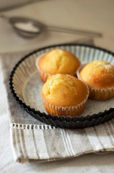 I muffins più buoni del mondo: con yogurt e scorza di limone - PANE VINO & ZUCCHERO