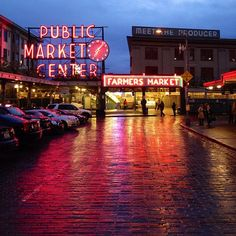 Don't forget to see one of the most wonderful markets around, the Pike Place market. Full of history, local vendors and fresh food, it is an absolute must!