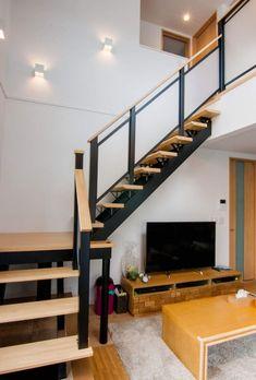 #ストリップ階段ともいう #鉄骨階段ともいう #どれが本当か #結局どれでも伝わる Stairs Architecture, Staircase Design, Loft, Furniture, Home Decor, Decoration Home, Room Decor, Stair Design, Lofts