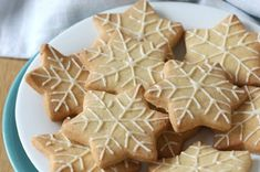 Lemon almond shortbread snowflakes - easy and perfect for a winter treat! Cookie Recipes From Scratch, Healthy Cookie Recipes, Holiday Cookie Recipes, Best Dessert Recipes, Christmas Desserts, Easy Desserts, Christmas Cakes, Christmas Goodies, Holiday Baking