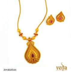 Sapphire Necklaces Indian Jewellery and Clothing: Light weight gold jewellery of veda collection from Joyallukas. Small is beautiful ! Light Weight Gold Jewellery, Gold Jewelry Simple, Coral Jewelry, Diamond Jewelry, Indian Jewellery Design, Indian Jewelry, Jewelry Design, Locket Design, Jewelry Shop