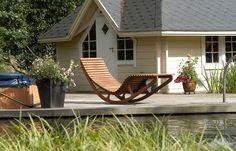 Schommelstoel of schommelbank op balkon | Interieur inrichting