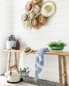 In a farmhouse design, the side table seems to have important roles that are unreplaceable. The farmhouse side table is Modern Farmhouse, Farmhouse Side Table, Farmhouse Decor, Coastal Farmhouse, Farmhouse Design, Cute Dorm Rooms, Cool Rooms, Mr Mrs, Mason Jars