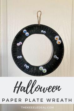 Easy Halloween Paper Plate Wreath - The Keele Deal Easy Halloween, Halloween Crafts, Holiday Crafts, Educational Activities For Kids, Preschool Activities, Paper Crafts For Kids, Kid Crafts, Learning The Alphabet, Pumpkin Crafts