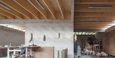 Voor dejonge architecten Gijs De Cock, Freek Dendooven en Peter Van Gelder bestond de uitdaging er in om het programma van een woning met een atelierruimte te verenigen op een...