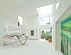 edle küche aus edelstahl im minimalistischen hanghaus | modern, Innenarchitektur ideen
