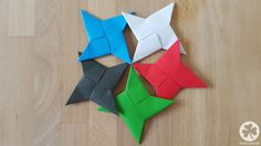 DIY Wurfstern/Ninjastern (Origami) Detailed step-by-step instructions for an origami Ninja Throwing Star made of paper with many photos and tips. Lego Ninjago, Ninjago Party, Lego Lego, Lego Batman, Ninja Birthday Parties, Cat Birthday, Lego Parties, Ninja Star Origami, Pokemon Lego