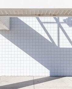 📷 @kaitlynflannagan x Broadmag ---------------------------------------------------- Excellent composition and shadow hunting by @kaitlynflannagan - Thanks for sharing with #broadmag ... .. . #contemporaryphotography  #minimalist #selfpublishbehappy