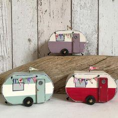 caravan decor 828943875140640721 - Vintage vans Source by Driftwood Crafts, Wooden Crafts, Wooden Toys, Beach Crafts, Diy And Crafts, Small Wooden House, Wooden Houses, Caravan Decor, Vintage Vans