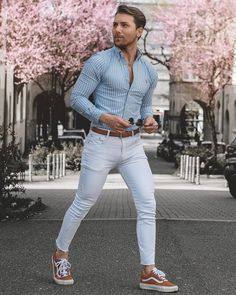 Pin by vialaven on men's outfits fashion pants, stylish jeans for men, Stylish Jeans For Men, Casual Wear For Men, Terno Casual, Jean Shirt Outfits, Trajes Business Casual, Business Suits, Fashion Pants, Mens Fashion, Fashion Menswear
