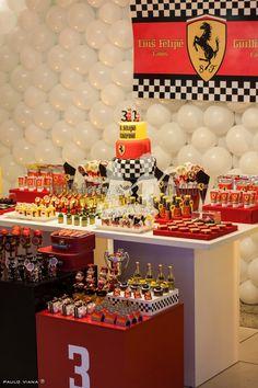 Esta foi a tão esperada festa ferrari, para os irmãos Luis Felipe(3 aninhos) e Guilherme(1 ano).   A mamãe resolveu comemorar o aniversário...