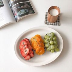 ↬*。゚͏𝖼𝗋𝗎𝗇𝖼𝗁𝖼𝗋𝗎𝗇𝖼𝗁𝗂𝖾𝗌 Cute Food, Good Food, Yummy Food, Tasty, Fruit Drinks, Healthy Drinks, Eat Breakfast, Breakfast Recipes, Kawaii Cooking