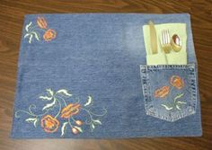With an old pair of jeans, you can make some brand new denim placemats! Jean Crafts, Denim Crafts, Blue Jean Quilts, Sewing Crafts, Sewing Projects, Recycled Denim, Machine Embroidery Designs, Sewing Patterns, Quilting