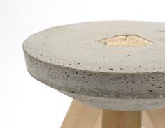 A Contemporary Apartment Between Modern Design and Antique Treasures Concrete Stool, Concrete Cement, Concrete Furniture, Concrete Crafts, Wood Stool, Concrete Projects, Concrete Design, Art Furniture, Furniture Design