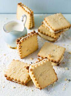 Crunchy Provence with almonds - HQ Recipes Dutch Oven Recipes, Baking Recipes, Pasta Recipes, Just Desserts, Dessert Recipes, Ma Baker, Biscuit Bar, Biscuit Recipe, Cinnabon Cinnamon Rolls