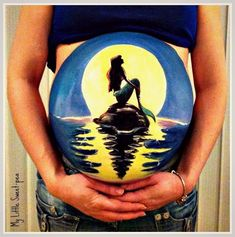 UK-based artist Carrie Preston paints on the bellies of pregnant women, turning their baby bumps into beautiful paintings. Preston, Bump Painting, Painting Art, Pregnant Belly Painting, Belly Art, Belly Casting, Amazing Paintings, Maquillage Halloween, Baby Bumps