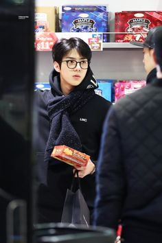 Sehun - 160211 Vancouver Airport, departing for Los Angeles