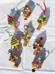 Árboles de navidad hechos con corchos de botellas de vino
