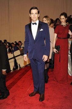 Chris Pine en smoking bleu marine Purple Label au gala de collecte de fonds 2010 du Costume Institute