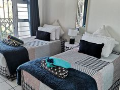 6 Tahiti in Durban. 6 Tahiti is a self-catering apartment located in the beautiful Tahiti complex in the resort village of Umdloti on KwaZulu-Natal's North Coast.The apartment can accommodate six guests and comprises three bedrooms, two bathrooms and an