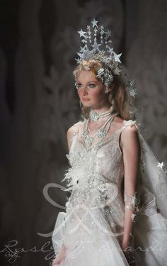 Finale Le conte de fées Rusly Tjohnardi Atelier Bridal Collection 2011-2012