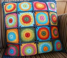 462. Kussen Rondjes in Vierkantjes - Cushion Circles in Squares by Karin aan de haak, via Flickr