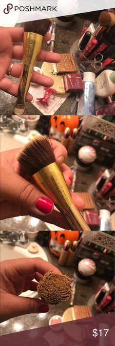 Tarte spatula foundation brush Tarte spatula foundation brush, used a couple of times and haven't used in a while. tarte Makeup Brushes & Tools