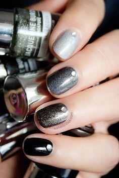 #black #glitter #nails
