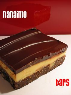 Canada: Nanaimo bar originated in Nanaimo BC in the when a local housewife submitted a recipe to a local newspaper Note from a Canadian: These are so rich and SO good! Vancouver Island, Canada Vancouver, Canadian Cuisine, Canadian Food, Yummy Treats, Delicious Desserts, Sweet Treats, Yummy Food, Eat Dessert First
