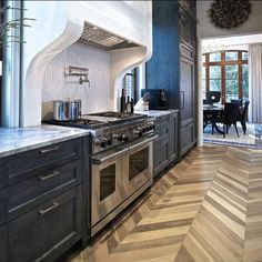 Stunning #kitchendesign in the #ATL! We discovered this masterpiece by @joelkelly_atl on subzero-wolf.com. This #kitchen features #subzerowolf appliance parquet #flooring in #herringbone #pattern #marble counters and that #instafab #chevron #mosaic #tile #backsplash. Visit the aforementioned website to read all about this beautiful project. / #tiletuesday #kitchen #instahome #tiles #tiled #tiling #zigzag #tiledesign #interior #interiors #interiordesigner #interiordesign #idcdesigners…