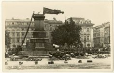 German occupation administration destroying Adam Mickiewicz Monument in Krakau, Poland, 17 Aug 1940 Poland Ww2, Invasion Of Poland, Krakow Poland, Modern World History, Germany And Prussia, Poland Travel, University Of Virginia, Warsaw, Old Pictures