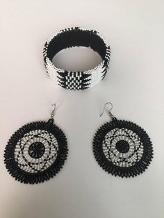 Amacici ne bhengela Zulu beaded bangle and earrings set Tribal Earrings, Women's Earrings, Crochet Earrings, Zulu Women, African Beads, How To Look Classy, African Dress, Earrings Handmade, Earring Set