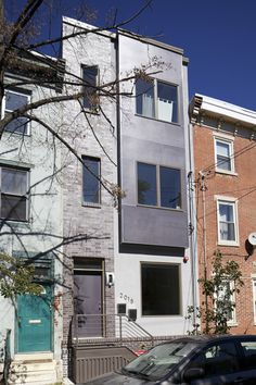 Townhouse Center - Guide to new Philadelphia rowhouses: 26 new rowhouses with photos and critique Example Of News, New Philadelphia, Field Guide, Home Hacks, Curb Appeal, Townhouse, The Row, Facade, Multi Story Building