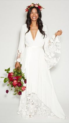 Stone Fox Bride Wedding Dress #bride #weddingdress #weddingchicks /2014/04/23/destination-hawaiian-wedding/