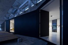 Z Gallery / O-OFFICE Architects http://www.archdaily.com/489436/z-gallery-o-office-architects/