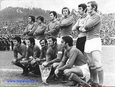 1974 Italia-Germania, amichevole premondiale ... La formazione della Nazionale Italiana di Calcio ... C'ero anch'io ... http://www.tepasport.it/ Made in Italy dal 1952 #nazionale #calcio #anni70 #sneakers #real #madeinitaly