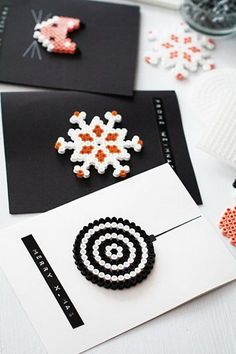 Really great craft idea for christmas cards /// Weihnachtsbasteln: Grußkarten a… Really great craft idea for christmas cards /// Christmas crafts: greeting cards made from Hama beads Christmas Cards To Make, Xmas Cards, Winter Christmas, Diy Cards, Greeting Cards, Christmas Trees, Christmas Ornaments, Fuse Beads, Macrame Bracelets