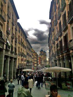 Calle Toledo con la Colegiata de San Isidro el Real al fondo. Madrid.