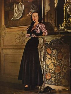 Jeanne Lafaurie 1946 Fashion Photography Evening Gown #EasyNip Jeanne Lafaurie, Magazine Mode, Vogue, Satin, Formal Wear, Dressmaking, Evening Gowns, Fashion Photography, Style Inspiration