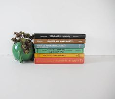 This rainbow book collection includes 6 garden books ranging from the 1950s through the 1970s. Includes: The Care and Feeding of Garden Plants by various authors (1954), Suzannes Garden Secrets by Suzanne Warner Pierot (1978), Greenhouse Gardening for Everyone by Ernest Chabot (1955), Popular Flowering Plants by HLV Fletcher (1972), How to know the Mosses and Liverworts by Henry Conard (1956), and Window-Box Gardening by Henry Teuscher (1956). Perfect for any vintage book collection or the…