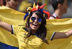"""As torcedoras colombianas fizeram a festa nas arquibancadas do Mineirão antes da bola rolar para a partida de estreia de """"Los cafeteros"""" contra a Grécia.   Leia mais: http://extra.globo.com/esporte/copa-2014/torcedoras-colombianas-roubam-cena-no-mineirao-12860743.html#ixzz34e1RKwdS"""
