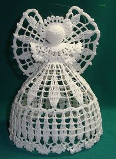 This is one of the best crochet angel ornaments I've ever seen.How to crochet a beautiful tiny dress. No pattern - Salvabrani Crochet Snowflake Pattern, Crochet Flower Tutorial, Vintage Crochet Patterns, Christmas Crochet Patterns, Crochet Snowflakes, Crochet Designs, Crochet Doilies, Crochet Flowers, Crochet Tree