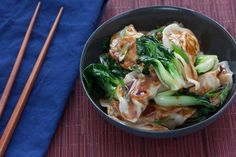 Chicken Potstickers with Baby Tatsoi.Blue Apron made me fall in love with Baby Tatsoi Asian Recipes, Healthy Recipes, Yummy Recipes, Yummy Yummy, Healthy Meals, Delicious Food, Healthy Food, Chicken Hoisin Sauce, Soy Sauce
