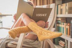Kit Lemon Socks patrón de calcetines calados en español by Siona en VegaKnits.