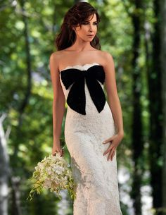 In September 2008 Lebanese Arab-Pop singer Nancy Ajram married her former dentist Dr. Fadi Hachem. Nancy wore 2 beautiful western style Wedding gowns